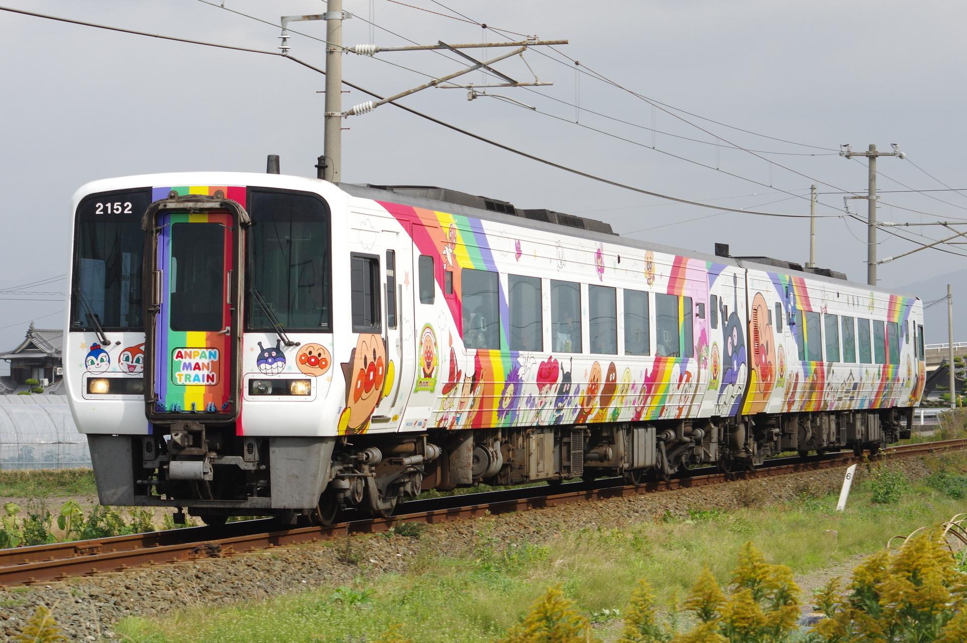 2000形(2152先頭) アンパンマン列車・宇和海11号