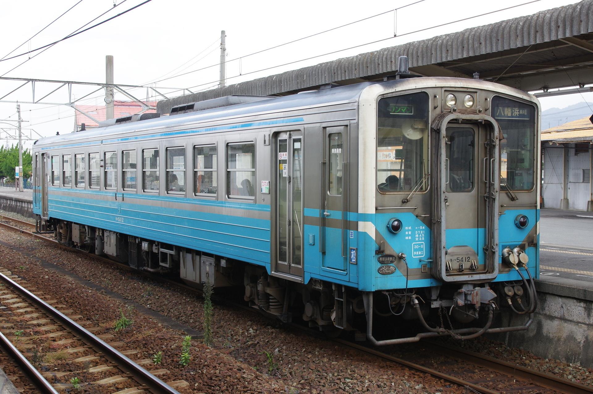 キハ54 12(前面標記・貫通幌あり側)