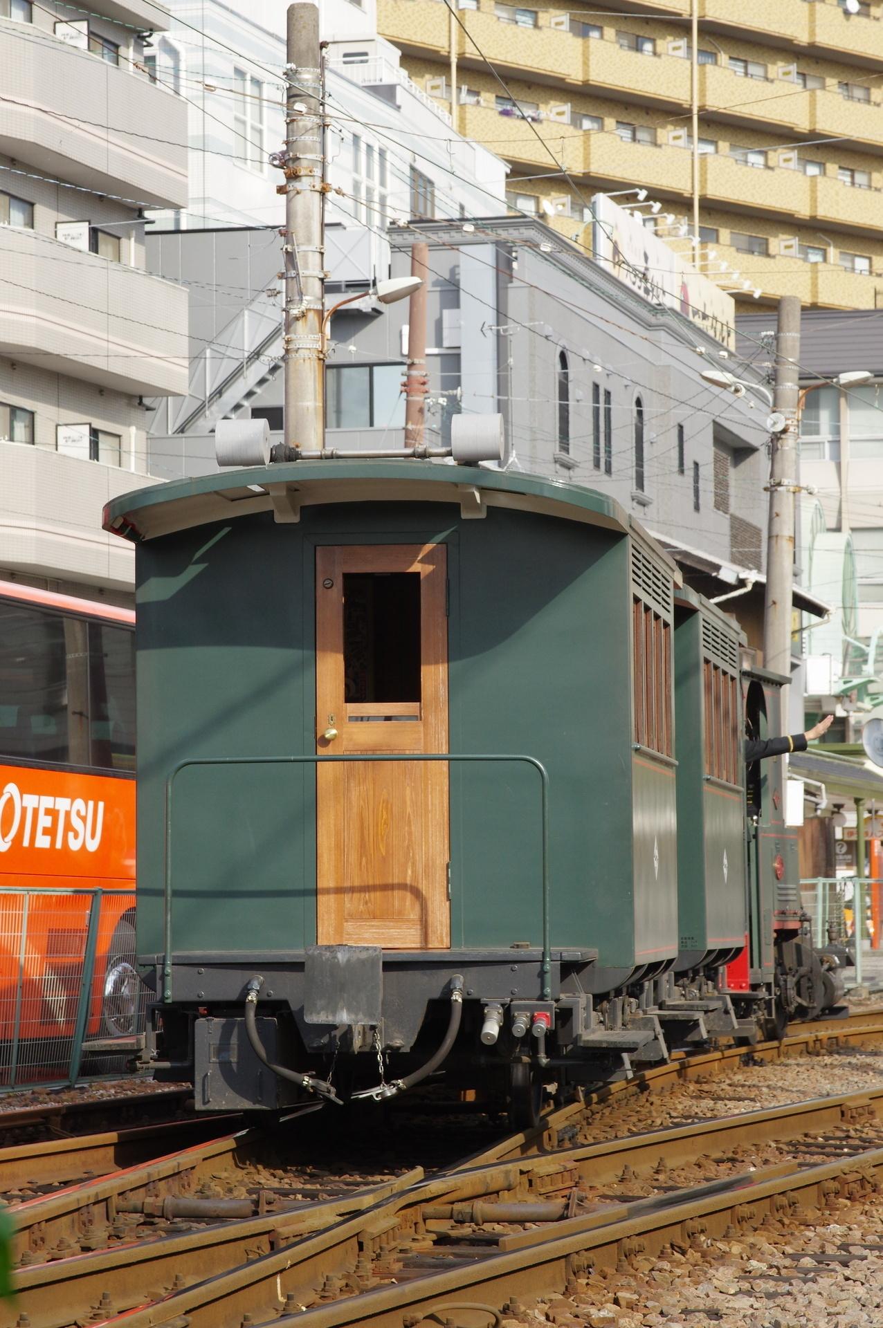 展示線に入る坊ちゃん列車(後追い撮影)