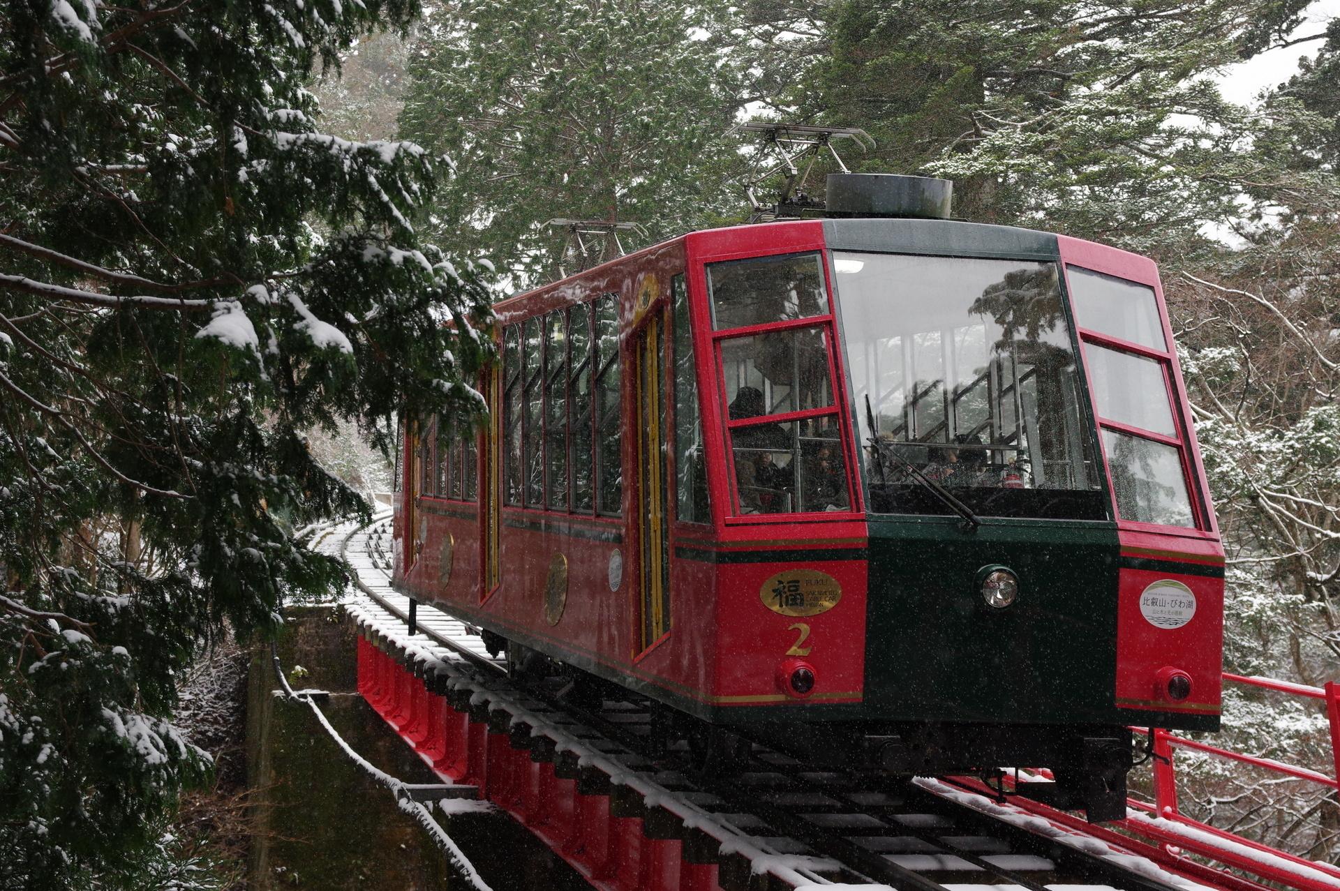 雪の中、橋梁を上る福2号