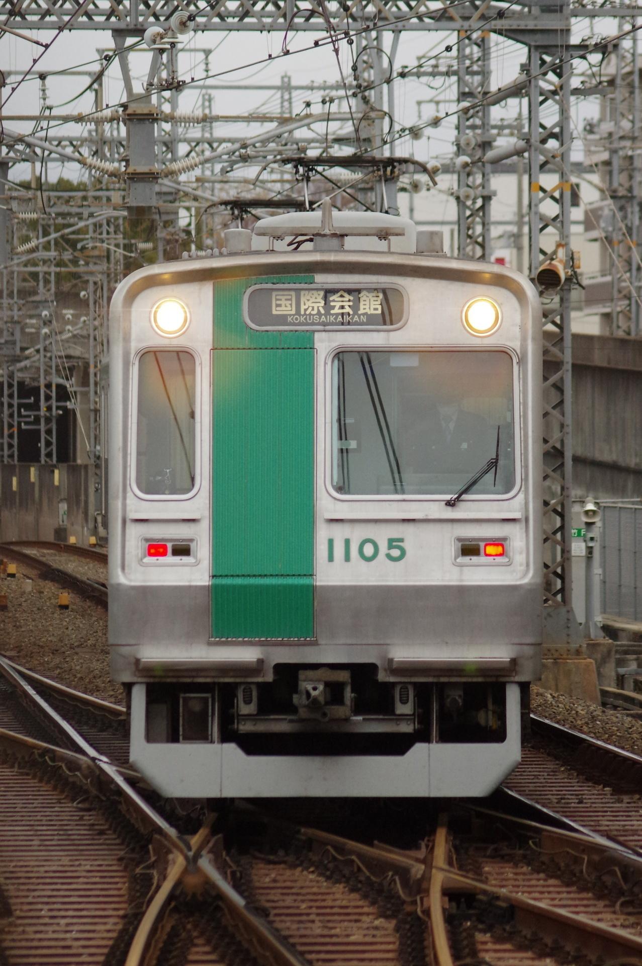 10系第05編成(車庫から3番線への入線)