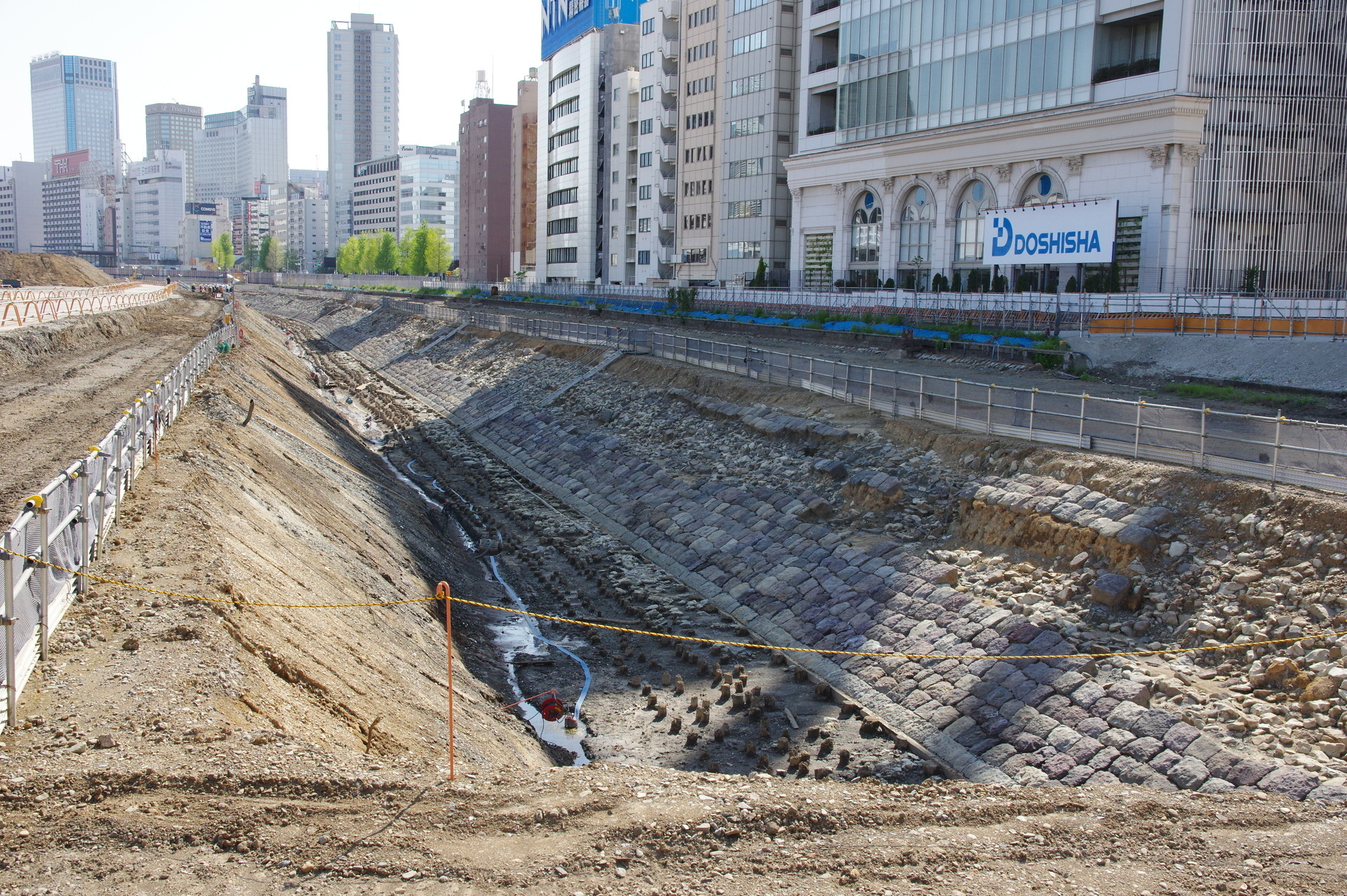 築堤と海底跡