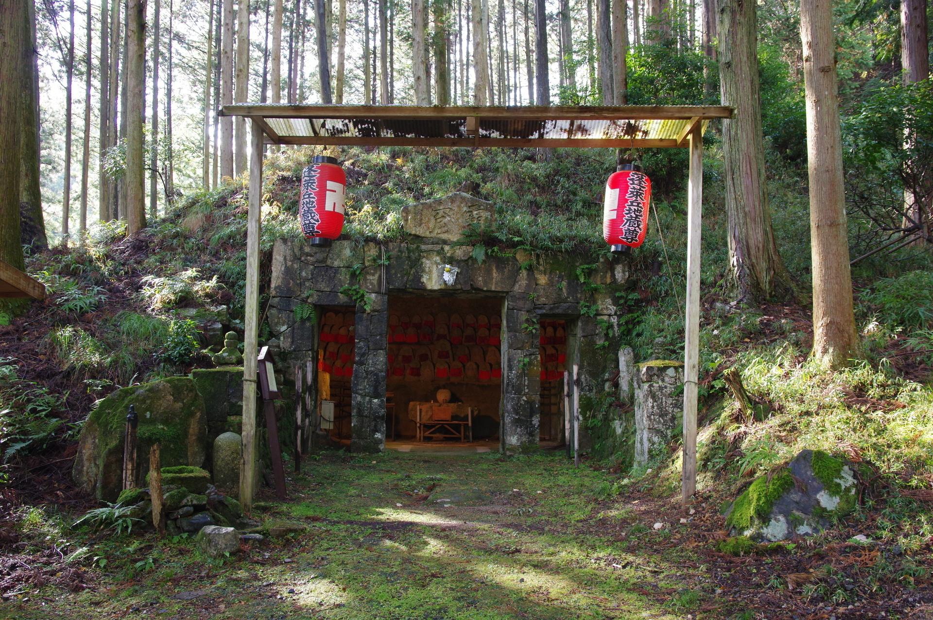 駅前の霊窟