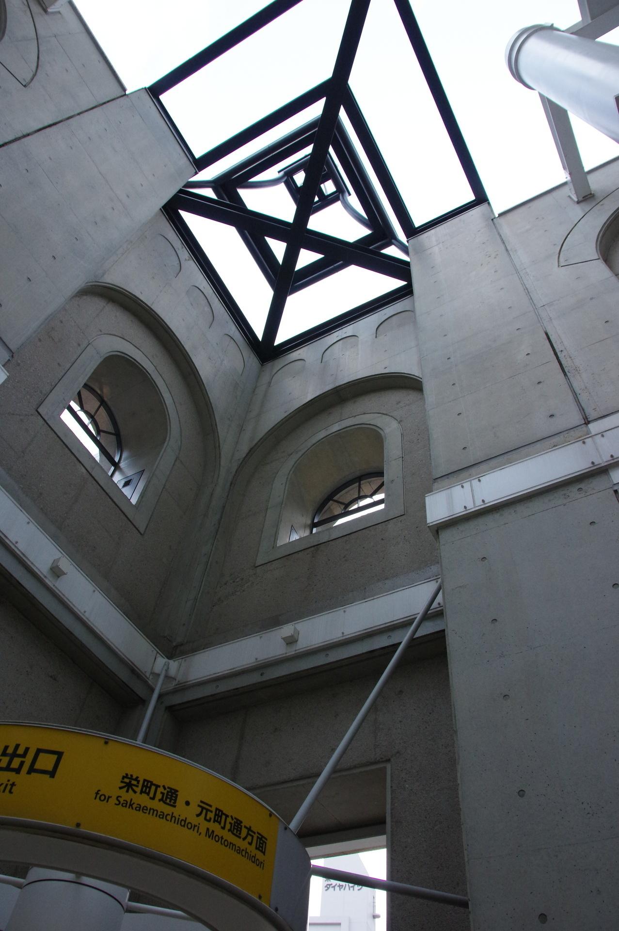 内側から見上げた旧第一銀行の三角屋根