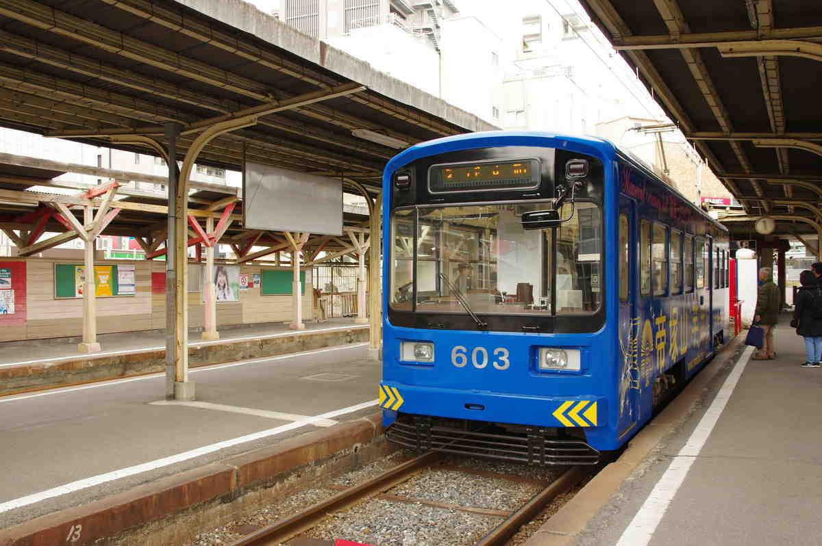恵美須町旧駅に停車している603号