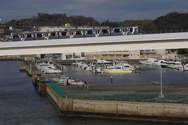 ボート係留場とシーサイドライン(第47編成)