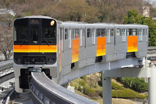 多摩モノレール1111編成