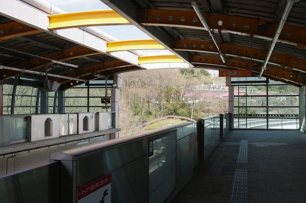 多摩動物公園駅のホーム先端