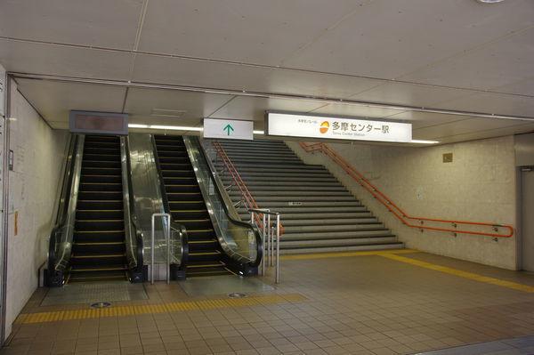 多摩センター駅歩道橋の階段付近