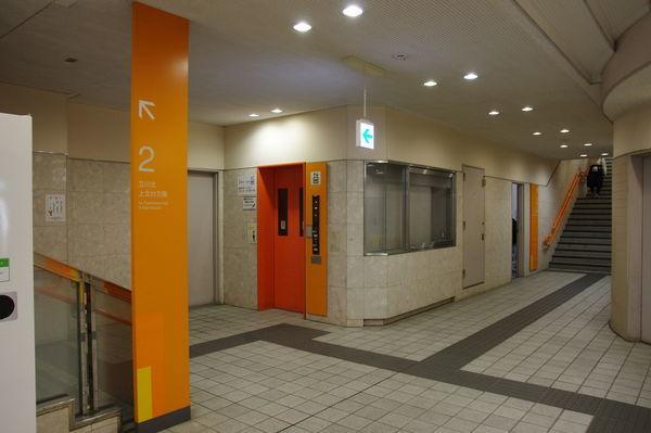 多摩センター駅のエレベーター付近