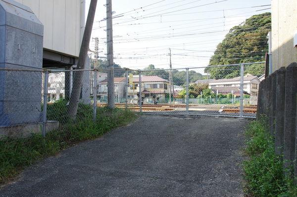 踏切跡の南側入り口