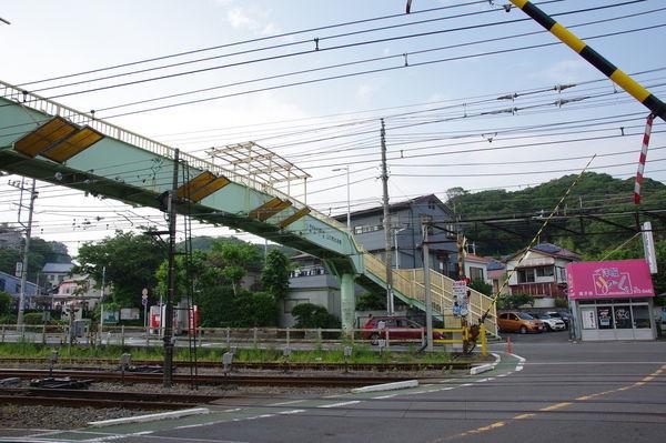 金沢新道踏切と山の根歩道橋