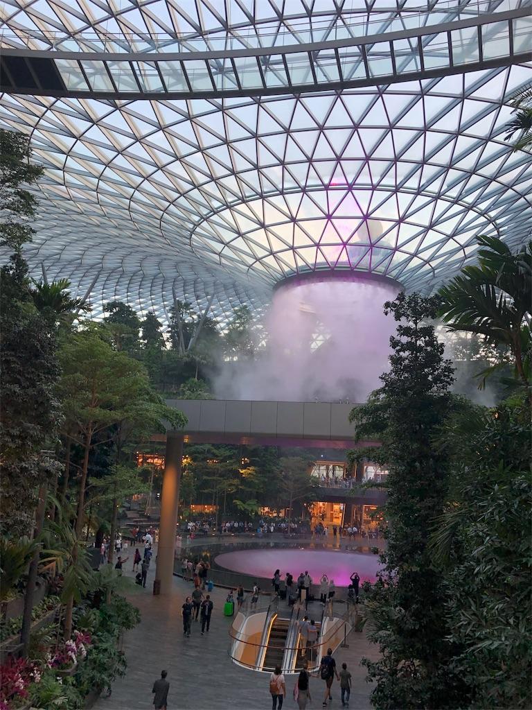 シンガポール チャンギ空港直結 大型モール Jewel ジュエル バラマキ 土産 オススメ レストラン タピオカ 人気