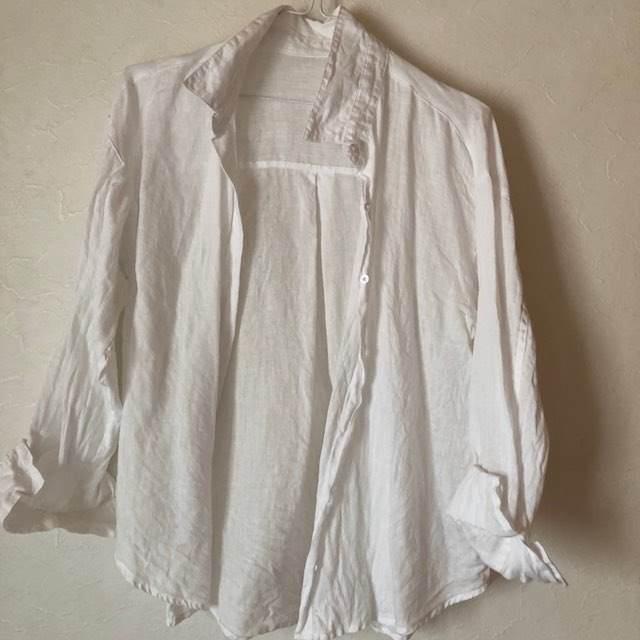 麻素材のシャツ 洗うとこうなるんですよね。