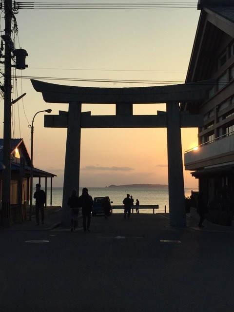 宮地嶽神社、参道の海の近くにある鳥居