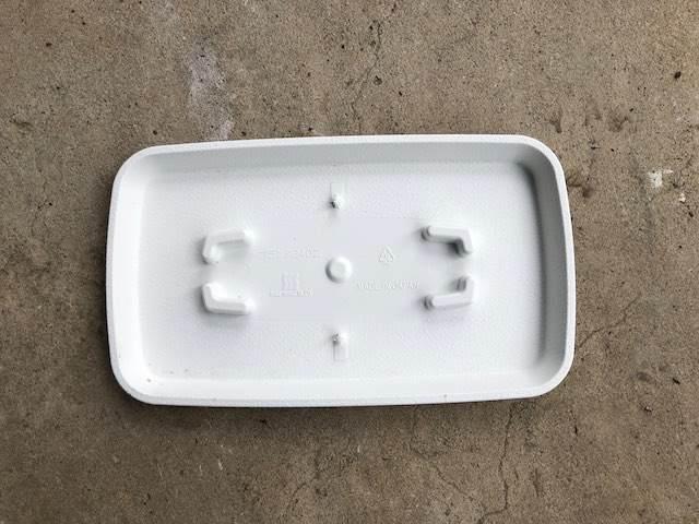 プランターにしっかりハマるお皿がセットになっていました。