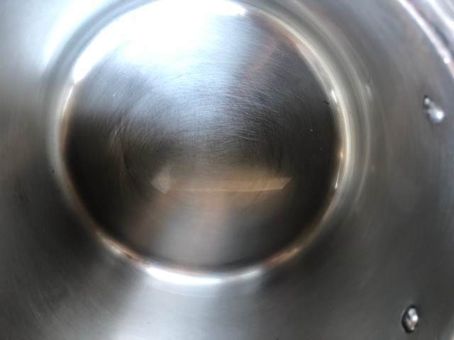 鍋にこびりついた焦げをあっさり取る方法