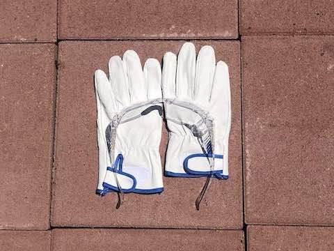 革手袋とゴーグル