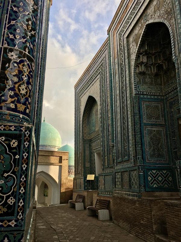 Shahi Zinda Necropolis at Samarkand サマルカンのドシャーヒ・ズィンダ廟群