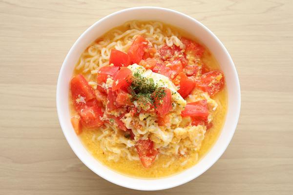 サッポロ一番塩ラーメン トマタマ