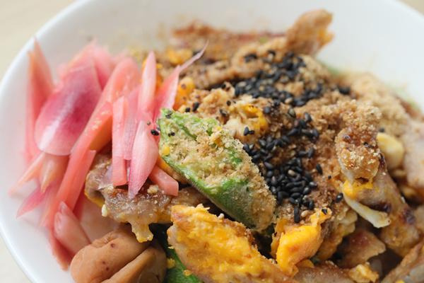 豚コマ胡麻丼弁当アップ