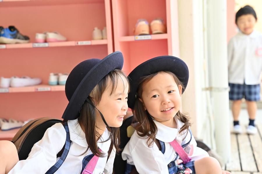 長福寺幼稚園にて楽しそうな女児