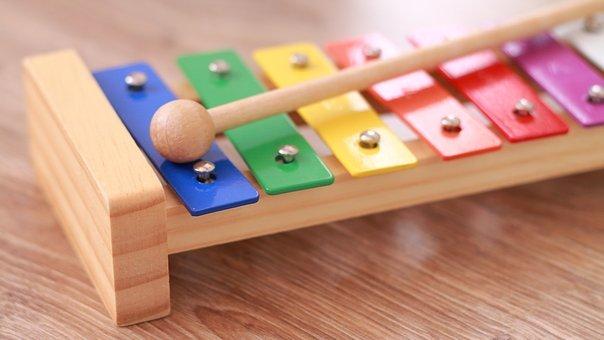 おもちゃの木琴