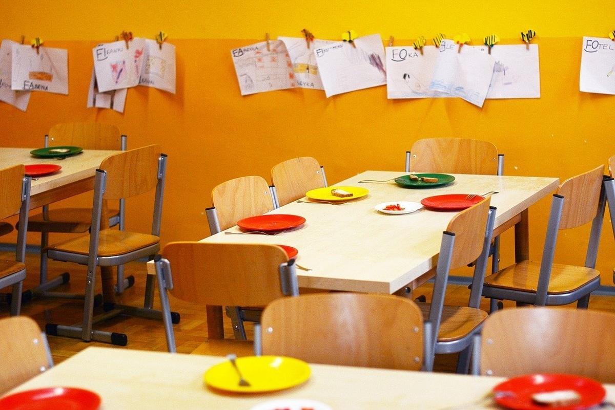 幼稚園の給食タイム