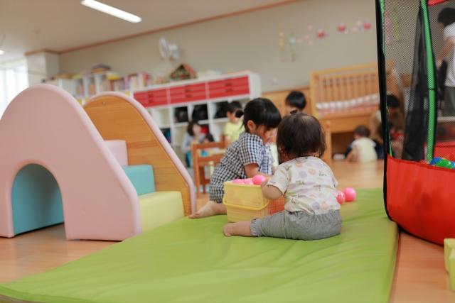チロル幼稚園で元気に遊ぶこどもたち