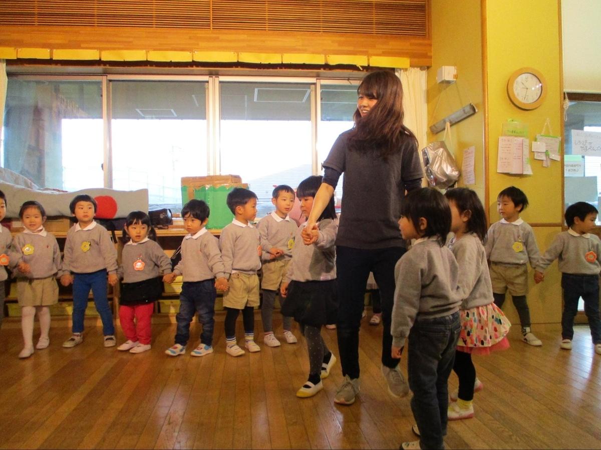 ゆうゆうの森幼保園で踊る園児