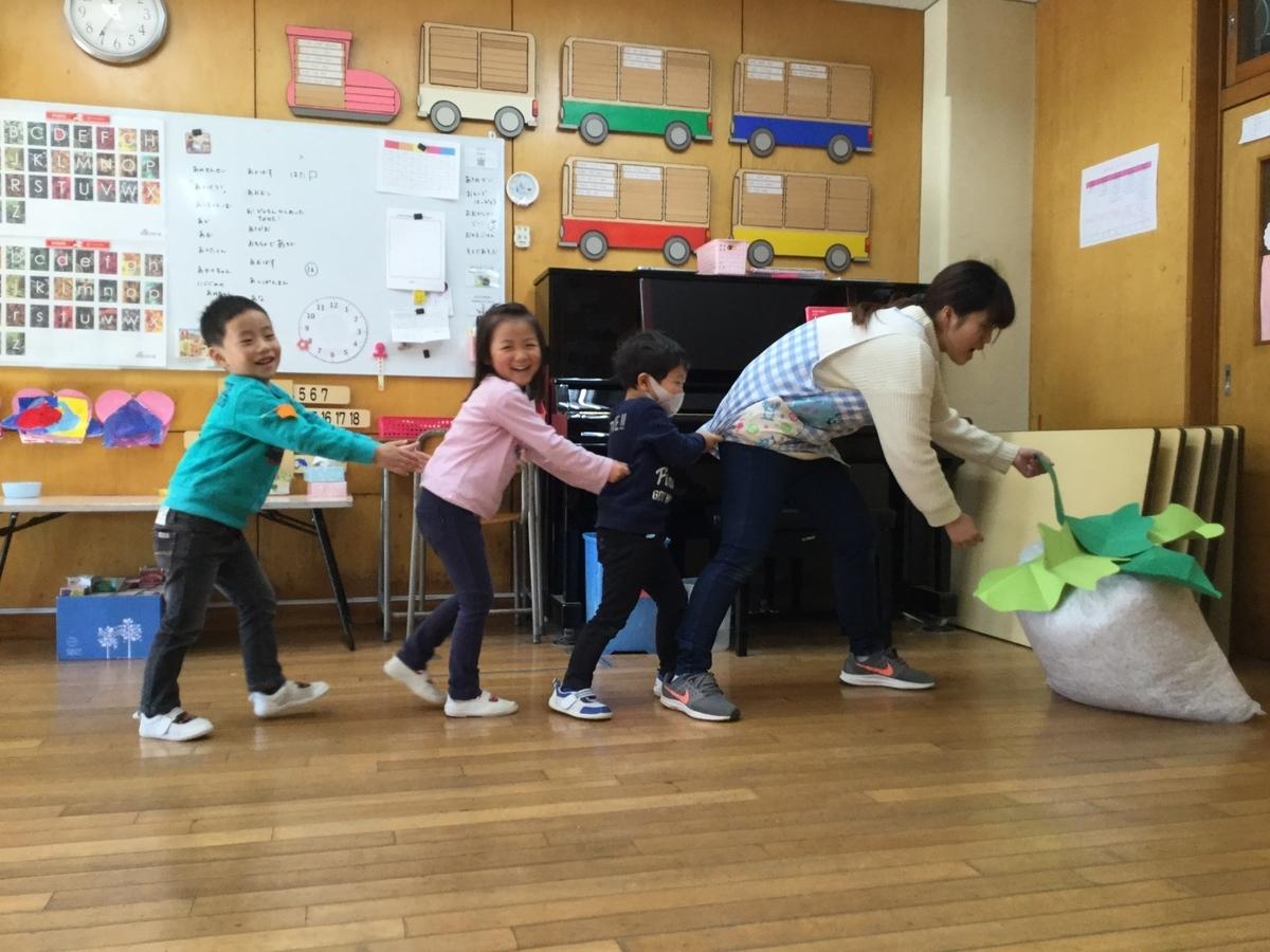 やまた幼稚園の園児と先生との遊び