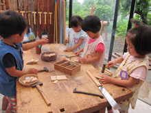 東洋英和女学院大学付属かえで幼稚園の木工室