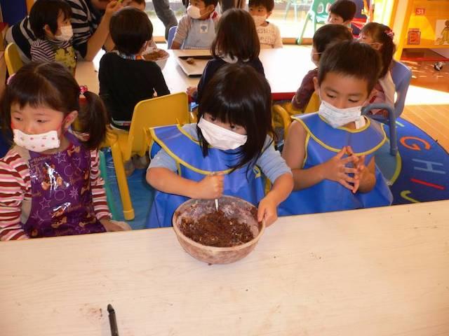 ENGLISH EXPRESS INTERNATIONAL SCHOOL - 美しが丘校で遊ぶ女児