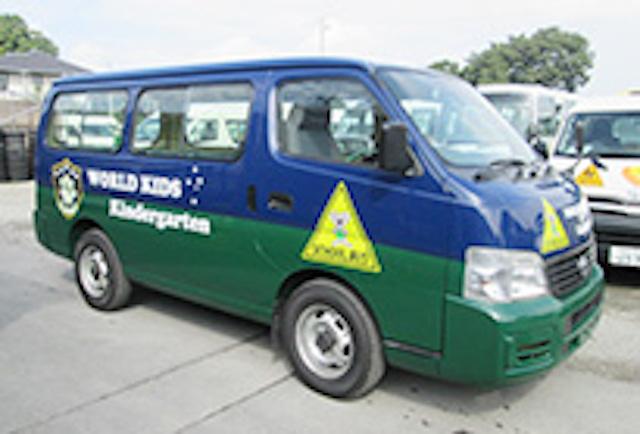 ワールドキッズキンダーガーデンのスクールバス