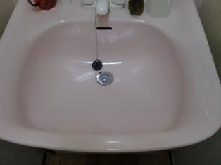 新しい洗面台シンクは幸せのピンク色♪