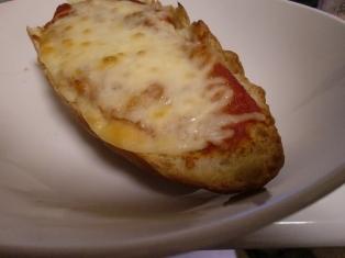 フランスパンで手作りポテトピザ♪