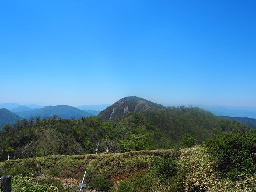 丹沢山からの登りかえし後の風景