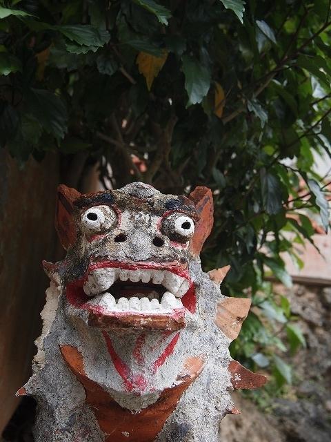 南国の神様っぽいシーサーの写真