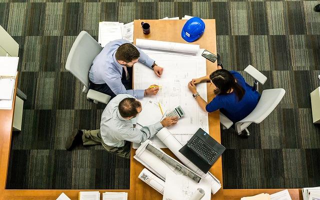 メンバーの進捗を管理する写真