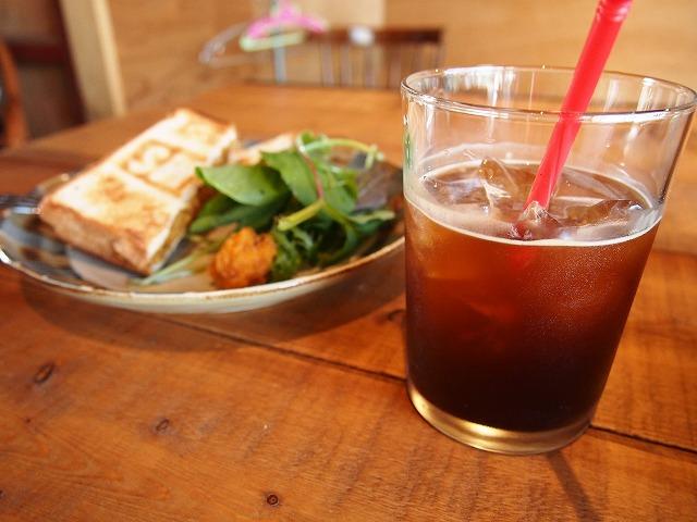 下諏訪のUMI COFFEE & LAUNDRYを紹介する写真