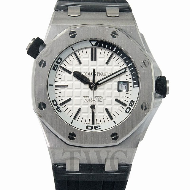 大人の一人旅にオススメのハイクラスな腕時計のイメージ写真