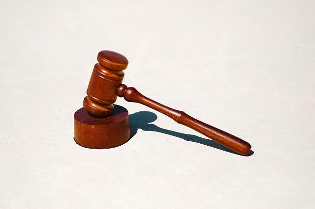 有給を使ったダブルワークは違法なのか解説するイメージ写真