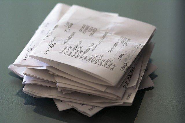 ユニクロの商品を返品するイメージ写真