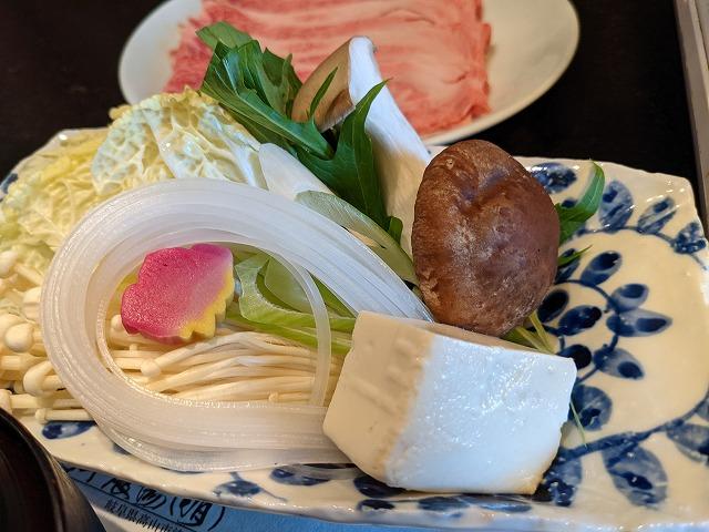 銀座の馬喰一代でしゃぶしゃぶランチを食べるイメージ写真