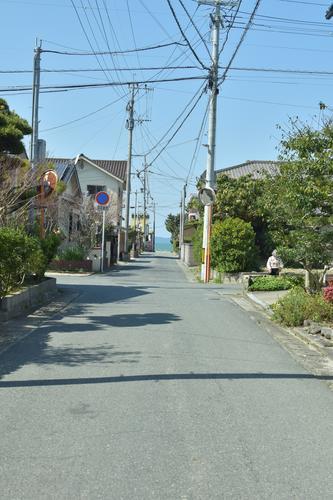 浜崎駅入口からの小道