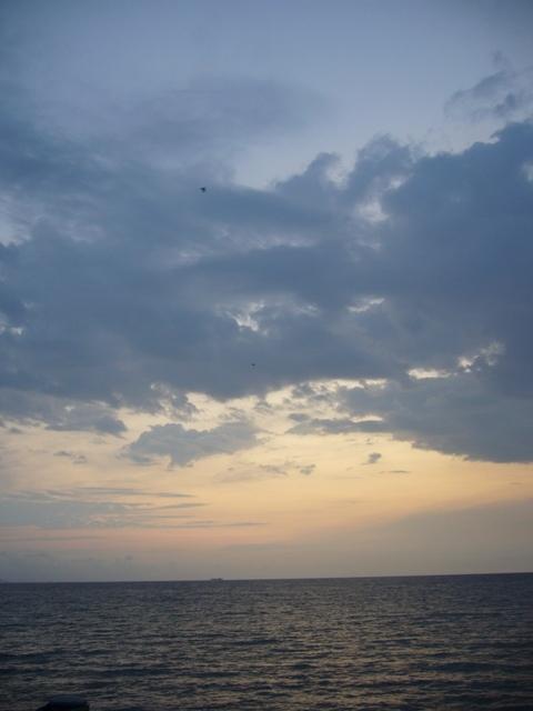 夜明けの海2