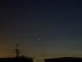 [宇宙][天文][月][空]金星と薄雲に霞んだ細い月