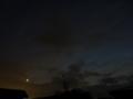 [空][夕焼け][月][天文]薄雲の夕暮れと三日月・金星