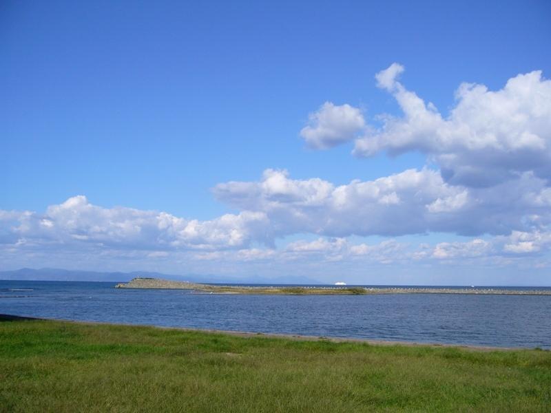 青い空と海2