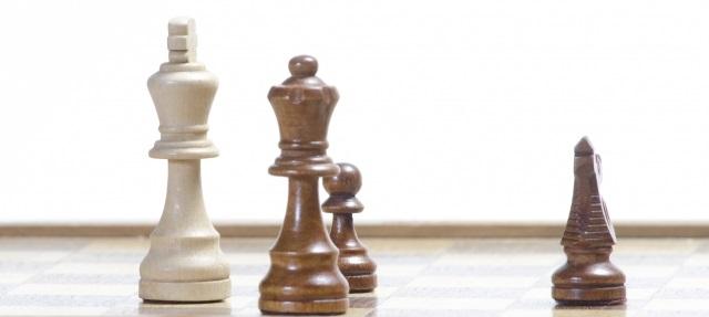 孤立するチェスの駒